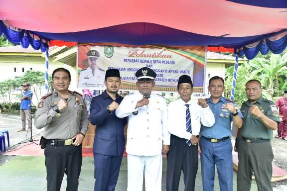 Pj. Kepala Desa Pedekik Resmi Dilantik Camat Bengkalis di Halaman Kantor Desa